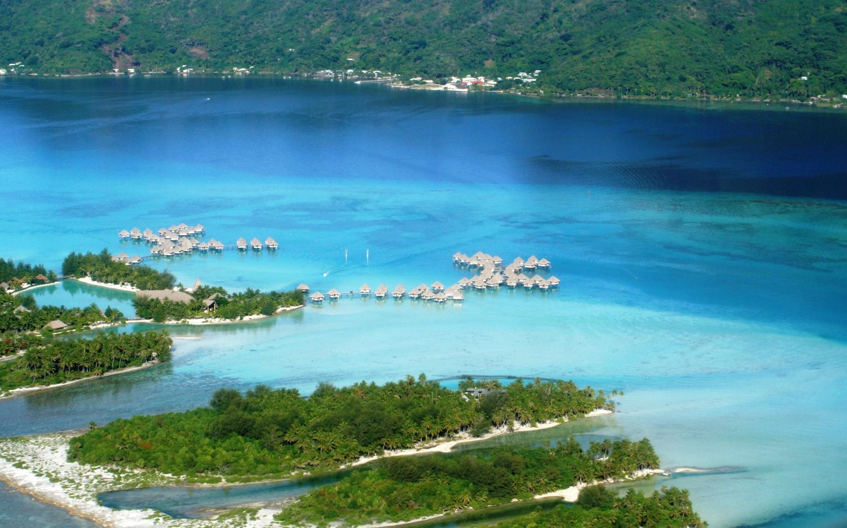 Lagon bleu de Bora Bora.JPG